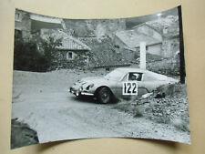 photo de presse originale  course automobile   voiture alpine renault A110
