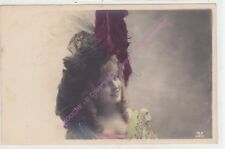 CPA postcard PHOTO Femme à chapeau à plumes noire et bordeau Edt M.F.PARIS