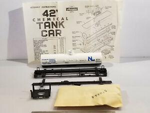 HO Athearn 40' Titanium Pigment Division tank car #90852, built 1972, new kit in