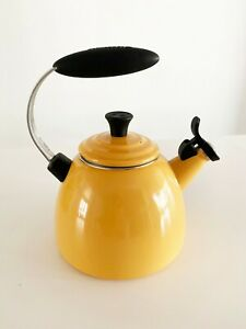 Le Creuset Halo 1.5 Qt Dijon Yellow Whistling Tea Pot Kettle Enameled Steel