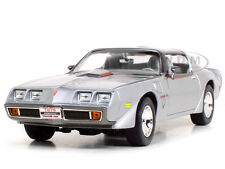 1979 PONTIAC FIREBIRD TRANS AM SILVER 1:18 DIECAST CAR BY ROAD SIGNATURE 92378