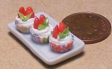 1:12 vassoio in ceramica di 3 FRAGOLA Cup Cakes CASA delle Bambole Accessorio in miniatura pl3