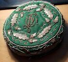 Grünes Prunktönnchen mit Zirkel und Farben grün-weiß-blau / Studentika