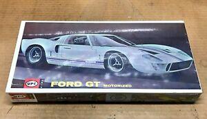 VINTAGE UPC #9011 FORD GT40 MOTORIZED 1:24 MODEL KIT! FACTORY SEALED!