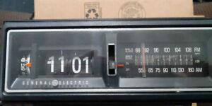 Vintage Retro Flip Clock Alarm Radio 7-4303G General Electric GE am/fm Tested
