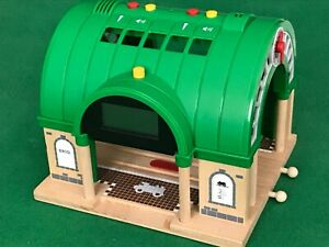 BRIO CENTRAL STATION for THOMAS & Friends Wooden Railway TRAIN ENGINE SETS