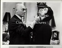 H56 Yul Brynner with ? Fuzz 1972  8 x 10 photograph