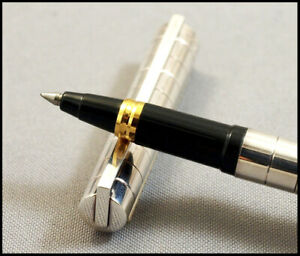 ATTRACTIVE AND LUXURIUS S.T. DUPONT CLASSIQUE SIVER ROLLER PEN