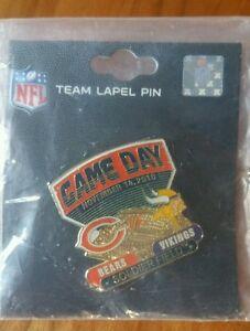 MINNESOTA VIKINGS vs CHICAGO BEARS  GAME DAY PIN 11/14/10  BRAND NEW NFL