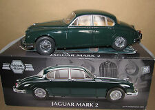 MODEL Icons in scatola SCALA 1:18 JAGUAR MK 2 Saloon Auto in BRITISH RACING GREEN