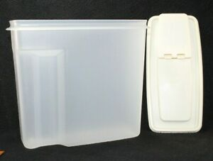 Vintage RUBBERMAID 13 cups Servin #3 Dry Cereal Storage Container Sheer Almond