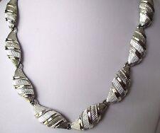collier ancien déco relief bijou vintage couleur argent signé CORO imposant 567
