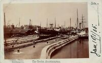 POSTCARD  HAMPSHIRE  SOUTHAMPTON  THE  DOCKS   Circa  1905  II    RP