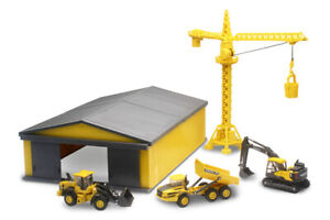 New-Ray SS-32105 Volvo Construction Vehicles with Machine Shed Set