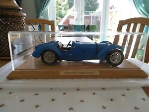 DISPLAY CASE FOR 1.18 SCALE MODEL CARS