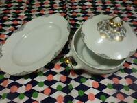 lot ancienne    soupiére porcelaine et plat servic  assorti  blanc,gris ,dorures