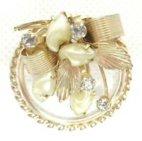 VINTAGE 1950s FLORAL WREATH BROOCH PIN FAUX PEARLS RHINESTONES SHINY GOLD TONE
