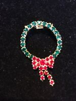 Vintage Red Green Rhinestone CHRISTMAS WREATH BROOCH WITH BOW Gold Tone Prongset