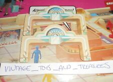 2 VINTAGE 1989 MALL MADNESS SHOPPING MALL BOARD GAME REPLACEMENT PART ENTRANCE