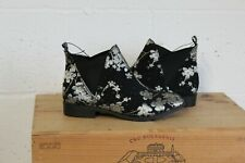 BLACK SILVER FLOWER PRINT FAUX SUEDE CHELSEA BOOTS SIZE 8 / 42 BY PRIMARK