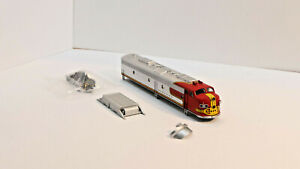 ATSF AZL Santa Fe E8 shell and parts only as is Z scale
