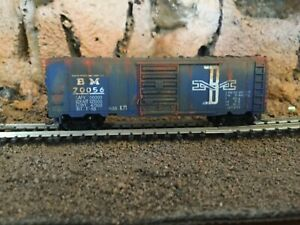 N Scale Atlas 40' single door boxcar BM BOSTON & MAINE mtl cplrs weathered