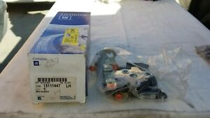 GM OEM Front Door-Lock Latch Kit 15111447