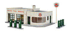 3479  Walthers Cornerstone Winner's Circle Petro Gas Station HO scale