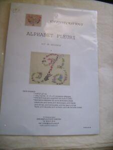 """Kit broderie Alphabet fleuri """"B"""" de marque Un Point C'est Tout 21 X 21 cm neuf"""