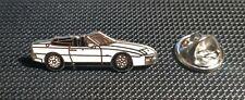 Porsche Pin 944 weiß emailliert links - Maße 30x11mm