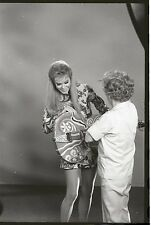 ELIZABETH MONTGOMERY ON SET MAKEUP LADY BEWITCHED RARE '67 ABC TV PHOTO NEGATIVE