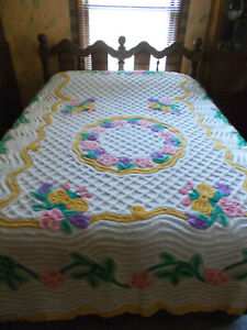 GORGEOUS Plush Chenille Cotton Bedspread w/Purple Tulips-Pink/Gold/Green-98x86