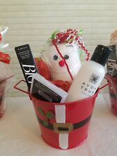 HOLIDAY CHRISTMAS WOMEN'S FABULOUS FACE AND EYE GIFT BASKET