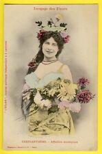 "cpa BERGERET Dos 1900 FEMME Langage des FLEURS ""CHRYSANTHEME"" Journal L'ECLAIR"