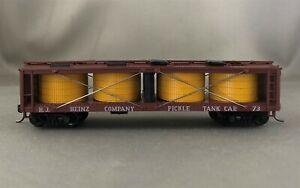 Athearn - Heinz - 40' Closed Pickle Car + Wgt # 73 w/Kadees
