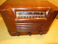 Philco Table Top Wood Radio Model 42-323 <<< LOOK ! >>>