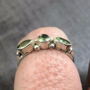 VINTAGE SILVER 925 FACETED LIME GREEN TRIPLE STONE CUBIC ZIRCONIA SIZE S RING