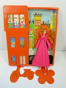 VINTAGE RARE IDEAL FASHION FLATSY ALI DOLL TOWNHOUSE WITH FRAME DISPLAY TOY