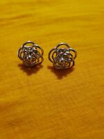 Vintage gold tone  nice flower Ear stud Women Earrings
