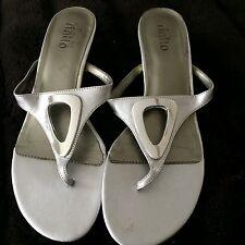 Rialto Womens Silver Sandals Shoes Heels Silver Metal Triangle -Sz 7.5