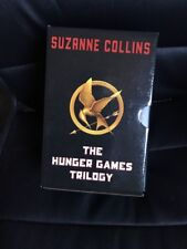 THE HUNGER GAMES TRILOGY Boxed Set Suzanne Collins - HARD COVER IN SLEEVE
