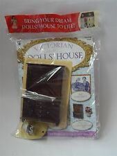 VICTORIAN DOLLS HOUSE COLLECTOR MAGAZINE No 23 avec une Cuisine Commode & cake