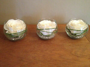 MODERN SET OF 3 CREAM ROSE & GRASS ARTIFICIAL FLOWER ARRANGEMENTS IN GLASS BOWLS