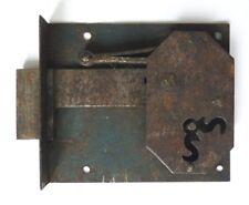 Petite serrure du 18e ou 19e siècle en fer forgé 18th or 19tcentury lock