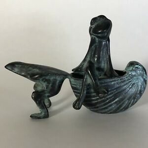 SPI San Pacific Frog Frogs Pulling Shell Brass Figure Garden Decor