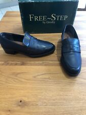 Worn Once Free Step By Grosby Size 5 Navy Blue Leather Low Heel Loafer Shoes