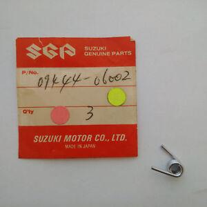 NOS Suzuki 1971-74 GT250 T500 T350 Spring 09444-06002