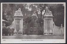 Middlesex Postcard - The Lion Gates, Hampton Court Palace   RS6315