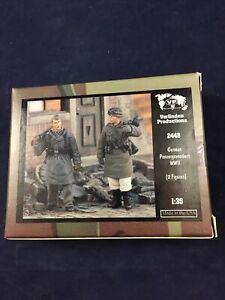 Verlinden 1/35 German Panzergrenadiers in Winter Outfit WWII (2 Figures) 2448