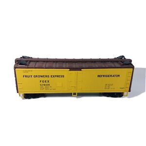 HO Athearn Fruit Growers Express Reefer Car FGEX # 57629 - Missing 2 Couplers